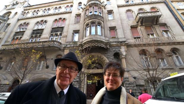 Vojislav i Jovanka Lastić ispred zadužbine Tekelijanum / Foto: Darko DOZET
