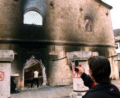 Zapaljena_pravoslavna_crkva_na_Kosovu