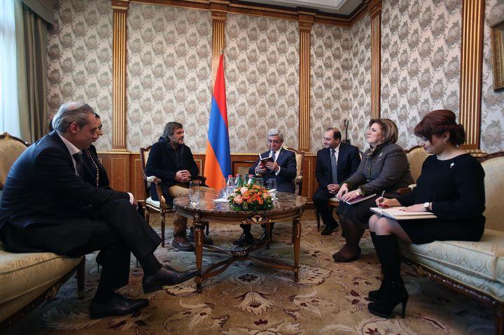 Proslavljeni srpski reditelj Emir Kusturica sa predsjednikom države Seržom Sargsianomi ministrom kulture Asmik Pogosian