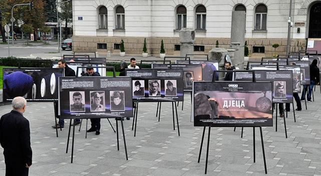 Изложба фотографија у порти Храма Христа Спаситеља у Бањалуци