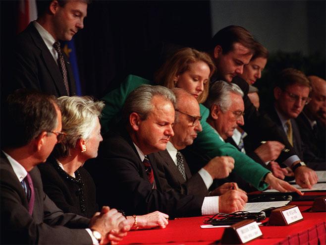 Potpisivanje Dejtonskog sporazuma    Foto: arhiv