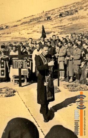 Свештеник Раде Вукомановић (тада млади свештеник 2000. године је, као 93-годишњак, по жељи Јована Дучића служио опјело на преносу његових земних остатака на Црквину)
