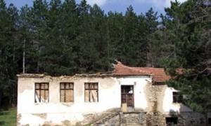 Srušena škola u selu Junake