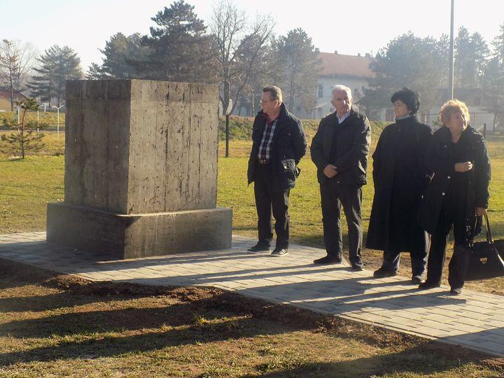 U porti Sabornog hrama Presvete Bogorodice u Bijeljini danas su postavljeni temelji za izgradnju spomen-obilježja, posvećenog svim majkama koje su izgubile sinove u nekom od prethodnih ratova - od Kosovske bitke do danas.