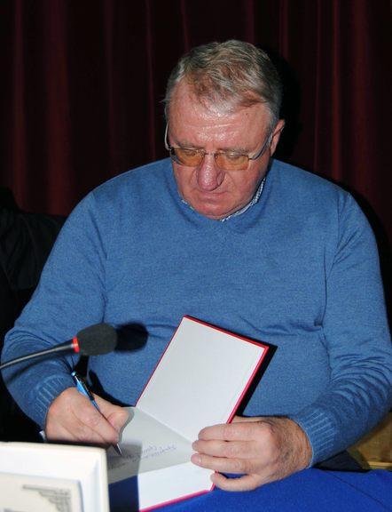 """U Malom Zvorniku promovisana je knjiga """"Srpski narod mora da oslobodi Kosovo i Metohiju"""" autora Vojislava Šešelja."""