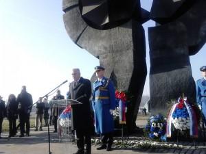 Predsjednik Srbije Tomislav Nikolić izjavio je, na državnoj ceremoniji povodom Mađunarodnog dana sjećanja na žrtve Holokausta u Drugom svjetskom ratu, da bi bio zločin zaboraviti zločin, upozorivši da danas postoji tendencija da se zločin marginalizuje i dimenzije Holokausta umanje.