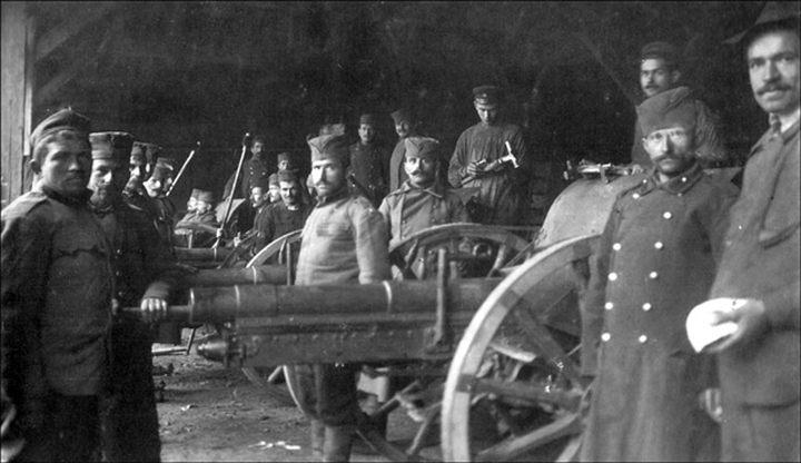 Srpska artiljerija u dvorištu pivare Đorđa Vajferta