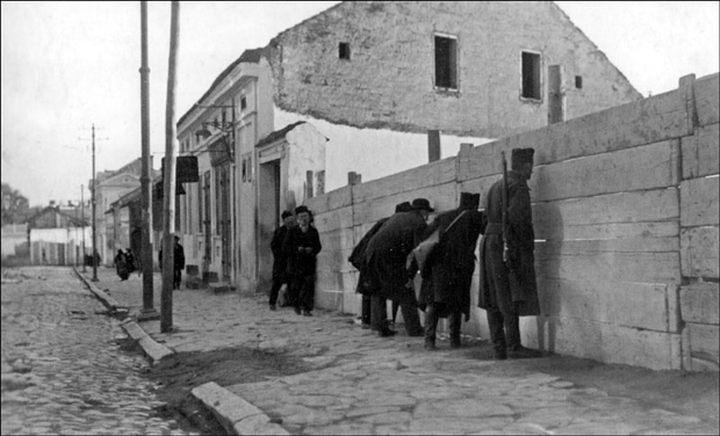 Osmatranje dejstva artiljerije iz Balkanske ulice prema Bežanijskoj kosi