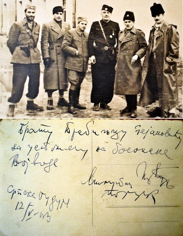 "Pejanoviću posveta od ""bosanskih vojvoda"" (sa lijeva: nepoznato, major Radojlović, Rokvić, Jevđević, Plećaš i Bogunović)"