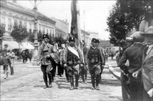 Komite marširaju Kolarčevom ulicom