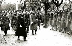 Mikloš Horti vrši smotru mađarskih jedinica