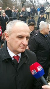 Predsjednik Socijalističke partije Petar Đokić prisustvuje danas u Vukosavcima kod Lopara obilježavanju 74 godine od stradanja članova Štaba Prvog majevičkog narodnooslobodilačkog partizanskog odreda tokom Drugog svjetskog rata.