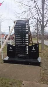 U Goraždevcu je danas postavljen novi spomenik žrtvama NATO bombardovanja i dvojici dječaka ubijenim na rijeci Bistrici, rekao je Srni Miloš Dimitrijević, predsjednik Privremenog vijeća opštine Peć sa izmještenim sjedištem u Goraždevcu.