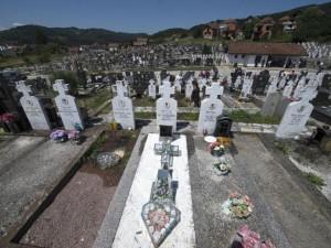Parastos na bratunačkom groblju Foto: TANJUG
