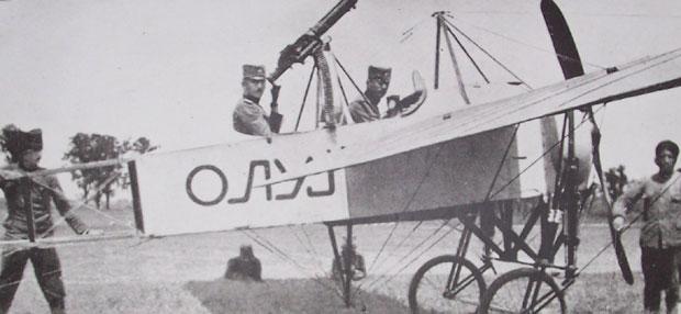 """Prvi srpski naoružani avion """"Oluj"""" u Nišu 1915."""