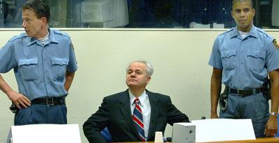 Slobodan Milošević na suđenju u Haškom tribunalu