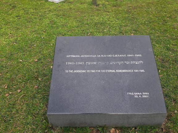Spomenik žrtvama Jasenovačkog holokausta ispred Narodne skupštine RS