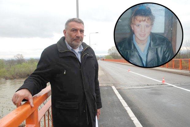 Zoran Milenković na mestu stradanja svoje ćerke Sanje na Varvarinskom mostu