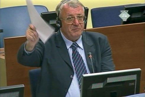 Vojislav Šešelj na suđenju u Haškom tribunalu