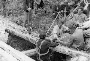 Izvlačenje srpskih žrtava iz jame pobijenih od strane komunista u Crnoj Gori