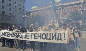 Poruka Zagrebu: Mladi sa transparentom u centru Beograda