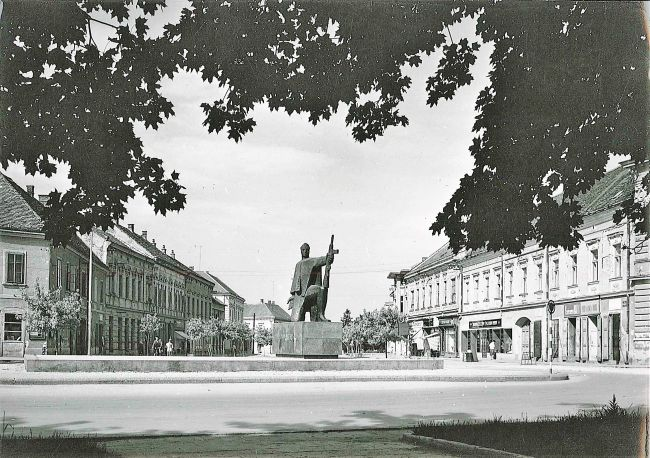 "Partizan nekad (FOTO: Ivan Sabolić, ""Izvidnica"", 1955., Fototeka IPU)"