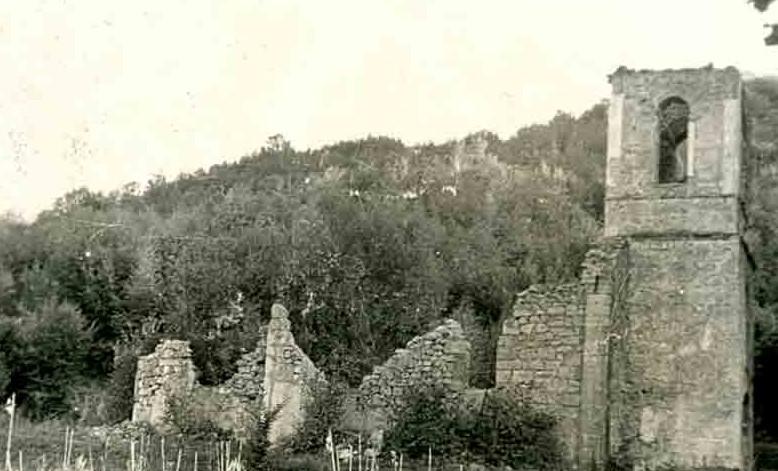 Zidine porušene crkve u Smiljanu