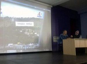"""Thompson održao predavanje školarcima uz """"Čavoglave"""" i pozdrav """"Za dom spremni""""Foto: Index.hr"""
