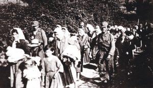 Усташе спровoде децу и жене са Козаре © WIKIPEDIA/MUZEJ ISTORIJE JUGOSLAVIJE