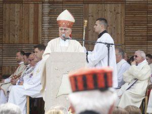 Biskup Komarica u Blajburgu (Foto: Željko Hajdinjak/EPH)