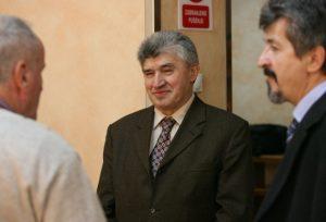 Jurišić (u sredini) sa advokatima, tokom procesa u Beogradu