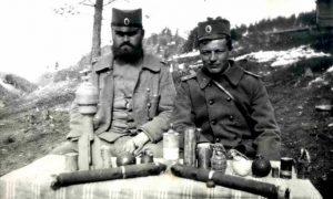 Iz ratnih dana: Stanislav Krakov (desno)  Foto: Vesti