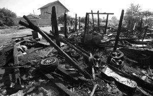 Izgorjela kuća romske obitelji u Kozari putevima Foto: Jurica Galoić/PIXSELL