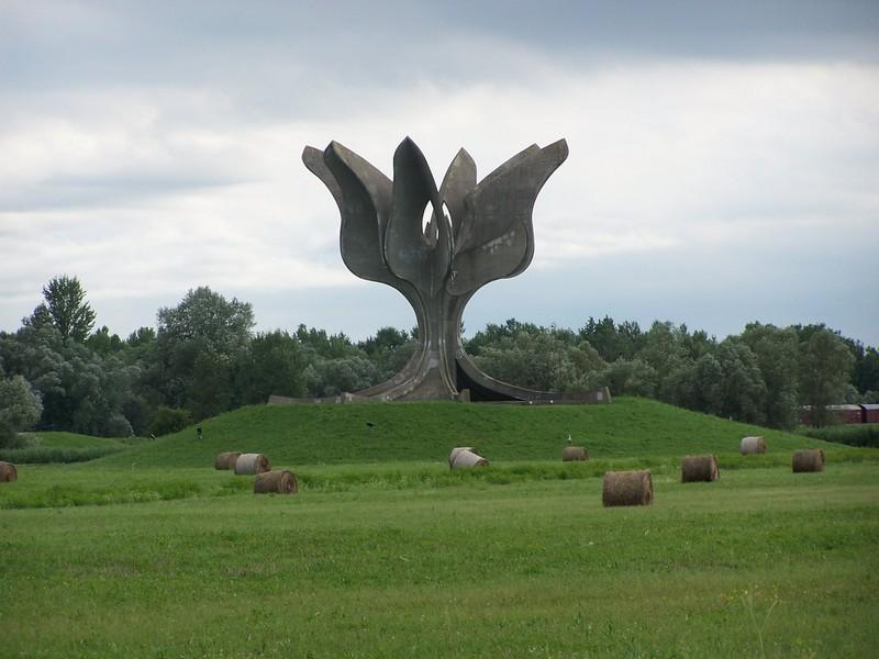 Jasenovac_Memorial