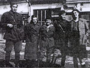 Sa ratnim drugovima: Ljubica Purić (prva zdesna), u sredini je Mila Đorđić