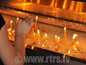 Paljenje svijeća Foto: RTRS