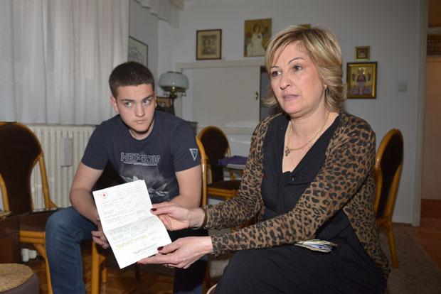 "Dušan i Slađana Mićić sa Milanovim pismom iz ""Lore"""
