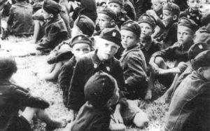 Srpska deca u Jasenovcu obučena u ustaške uniforme