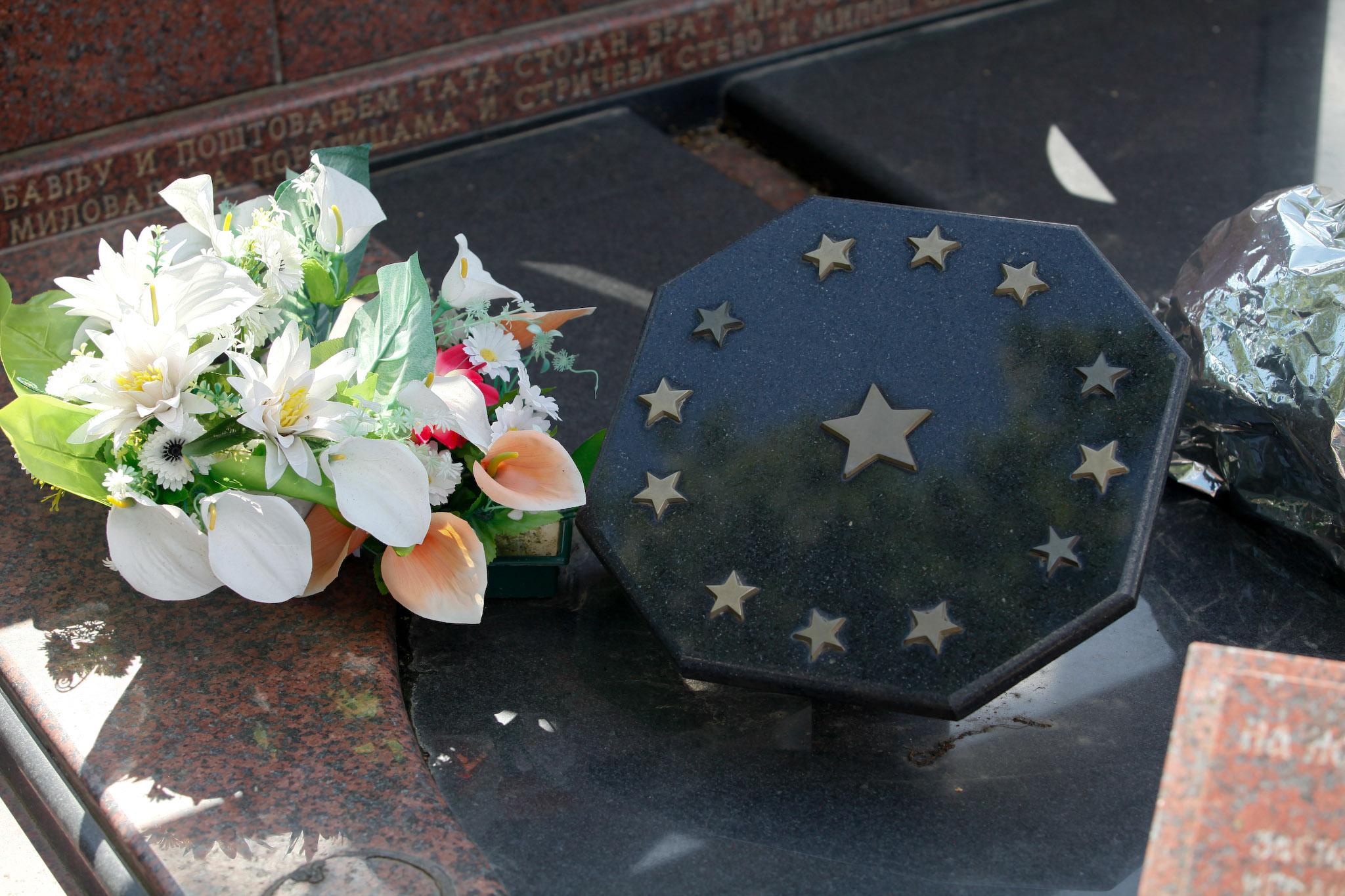 Trinaesta zvezdica: Simbolični spomenik na grobu Slađane Kobas