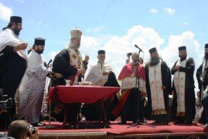 Njegovo preosveštenstvo episkop raško-prizrenski Teodosije služio je danas na Vidovdan parastos kosovskim junacima na Gazimestanu, gdje je veliki broj kosovske policije obezbjeđivao skup