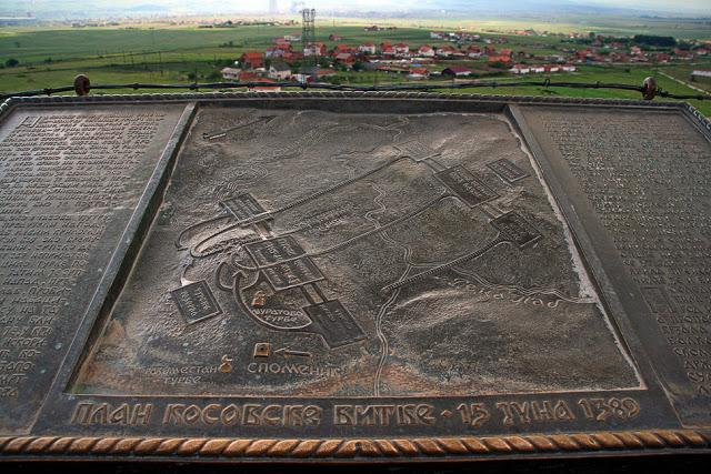 Prikaz toka bitke i formacije srpske i turske vojske tokom Kosovske bitke.
