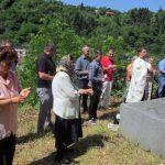 Kod spomen-kosturnice žrtvama ustaškog zločina u Srebrenici danas je služen parastos za više od 250 srpskih civila koje su ustaše ubile na drugi dan pravoslavnog praznika Svete Trojice 1943. godine u Srebrenici i treći dan Trojčindana na Zalazju.