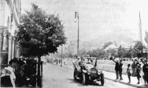Franc Ferdinand u vožnji Sarajevom pre atentata 1914. (Foto Rojters)