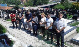 Na groblju Božovac u Foči danas su prisluživanjem svijeća i polaganjem cvijeća obilježene 24 godine od zločina u Jabuci, kada je muslimanska vojska iz Goražda na kućnom pragu svirepo ubila 43 srpska civila i vojnika