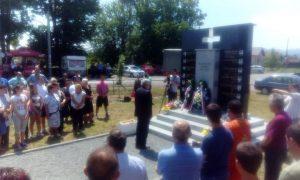 Predsjednik Boračke organizacije Republike Srpske Milomir Savčić prisustvovao otkrivanju spomenika za 12 poginulih boraca Vojske Republike Srpske u Donjim Podgradcima kod Gradiške