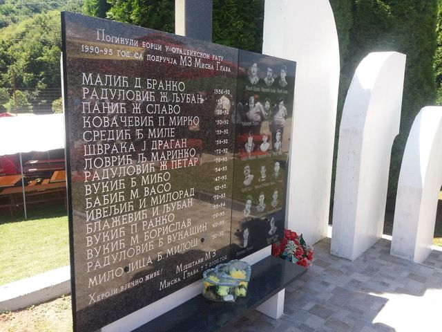 U Miskoj Glavi kod Prijedora danas je povodom Ivanjdana služen parastos i položeni vijenci na spomenik borcima odbrambeno-otadžbinskog rata, spomen-ploču borcima NOR-a i groblje žrtava fašističkog terora.