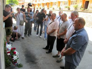 Odavanje počasti Srbima mučenim i ubijenim u srebreničkim logorima  Foto: SRNA