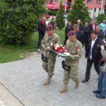 Članovi Udruženja veterana Prvog /Jahorinskog/ odreda brigade Specijalne policije MUP-a Republike Srpske položili su cvijeće i vijence na Centralno spomen-obilježje poginulim pripadnicima Vojske Republike Srpske, te na Kušićev grob u Jahorinskom potoku