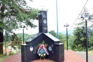 Polaganjem vijenca na spomen-obilježju za sedam poginulih boraca i tri civilne žtrve odbrambeno-otadžbinskog rata iz ugljevičkog naselja Mezgraja danas je obilježeno 24 godine od formiranja Trećeg bataljona Prve majevičke brigrade Vojske Republike Srpske