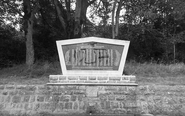 Spomenik poginulim borcima i žrtvama Drugog svjetskog rata u selu Mazin